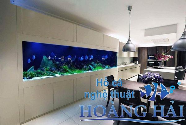 Hồ cá treo tường nhìn như một bức tranh động rất ấn tượng